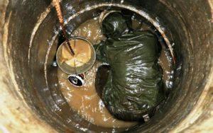 Почему может засоряться канализационный колодец