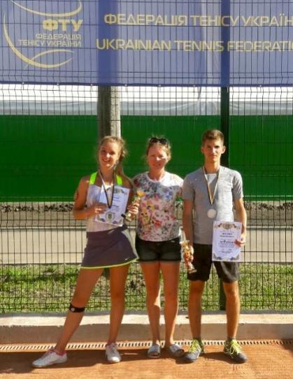 Теніс: «Золото» та «срібло» для Срібної Землі вибороли наші спортсмени на Всеукраїнських змаганнях