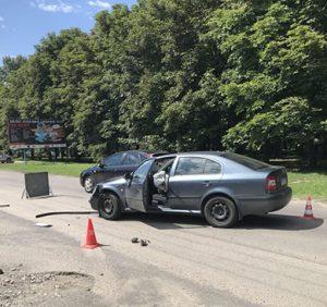 На набережній в Ужгороді зіткнулися автівка й мотоцикл