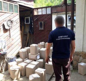 В Хусті поліція у гаражі вилучила із обігу понад тонну фальсифікованого алкоголю