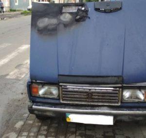 В Ужгороді вогнеборці ліквідували пожежу в автомобілі (фото)