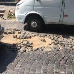 Ужгородська вулиця перетворилася на загрозу для авто і здоров'я пішоходів (ВІДЕО)