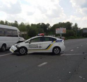 Авто патрульної поліції потрапило у ДТП на Закарпатті. Є травмовані (фото)