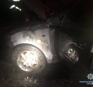 У Мукачеві вночі горів автомобіль. Паліїв розшукує поліція
