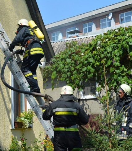 Ужгородські вогнеборці ліквідували загорання у житловому будинку (фото)
