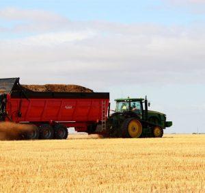 Как обогатить почву поля питательными элементами?