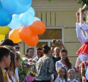 Перший дзвоник в школах Ужгорода відбудеться 1-го або 3-го серпня (Графік)