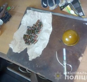 Іршавські поліцейські вилучили в чоловіка наркотики та боєприпаси