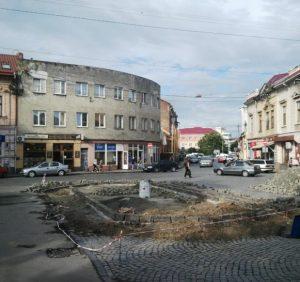 Куди зникають мільйони гривень на ремонтах доріг і  тротуарів в Ужгороді? (ФОТО)