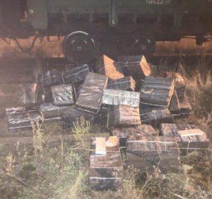 Потягом до Угорщини намагались перевезти контрабандні цигарки (фото)