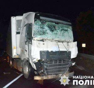 Трагедія на трасі Київ-Чоп: мікроавтобус влетів у вантажівку