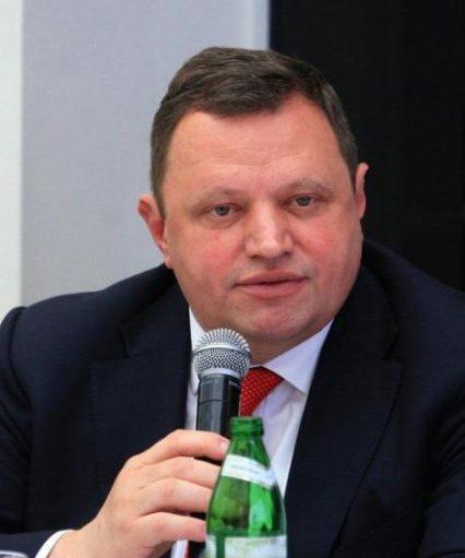 Паспортний скандал триває: Угорщина та Україна видворяють дипломатів