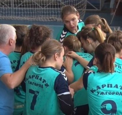 """Напередодні важливих матчів колективи """"Карпат"""" мірялись силами"""