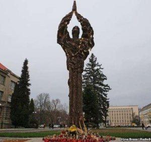 """Ужгородці зареєстрували петицію про зміну місця та новий конкурс щодо меморіалу """"Свіча пам'яті"""""""