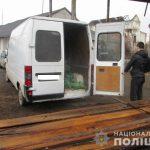 Поліцейські у Мукачеві викрили місцевих чоловіків на крадіжці деревини  з приватного підприємства