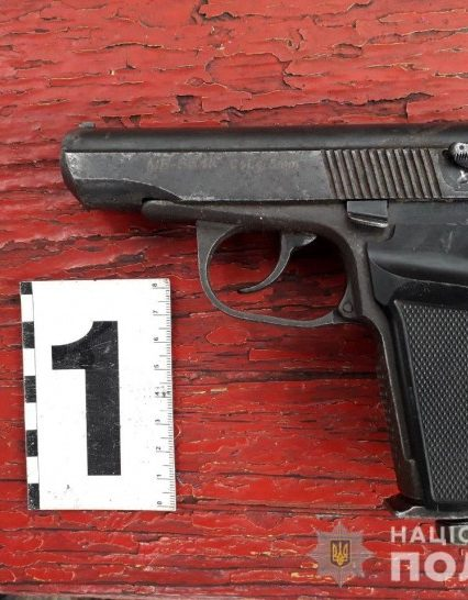 На Рахівщині поліція розкрила розбійний напад: вилучено зброю, наркотики, автомобілі