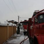 Мукачівські вогнеборці ліквідували пожежу в гаражі та врятували житловий будинок
