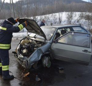 Біля Ужгорода в ДТП потрапило 5 автомобілів. Є постраждалі (ФОТО, ВІДЕО)