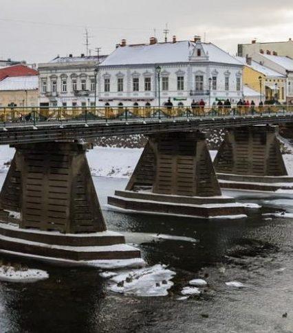 Пішохідний міст в Ужгороді знову став всесвітньо відомим завдяки Яношу Немешу