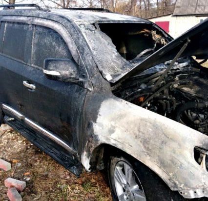 Тячівські вогнеборці рятували від знищення «Toyota Land Cruiser»