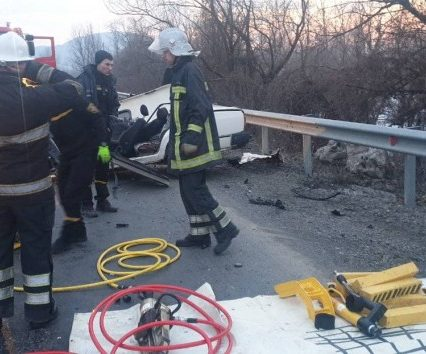 Рятувальники Закарпаття провели аварійно-рятувальні роботи на місці моторошної ДТП (фото)