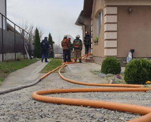 Ужгородські вогнеборці ліквідували пожежу в заміському маєтку