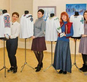 В Ужгороді презентували репродукції автентичних сорочок-вишиванок