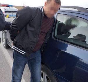 Поліцейські Ужгородщини затримали водія-втікача, який збив жінку і вчинив ряд ДТП (відео)