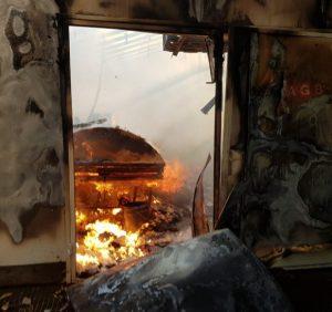 Свалявські рятувальники приборкували пожежу в меблевому цеху (фото)