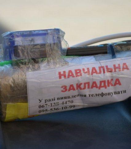 У Чопі прикордонники вчили дітей, як поводитися з небезпечними речовинами