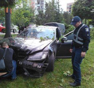 Водій, який перебуває у кримінальному розшуку поліції, вчинив п'яну ДТП в Ужгороді (фото)