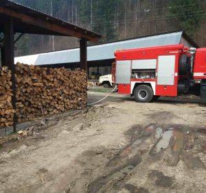 Тячівські вогнеборці ліквідували пожежу на пилорамі (фото)