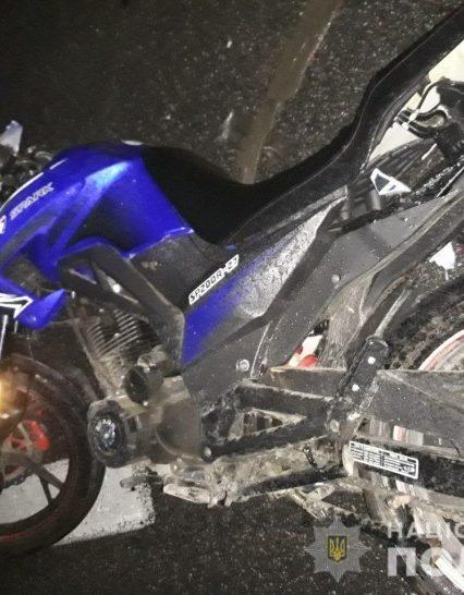 Мотоцикліст виїхав на зустрічну смугу і вчинив ДТП. Є постраждалі