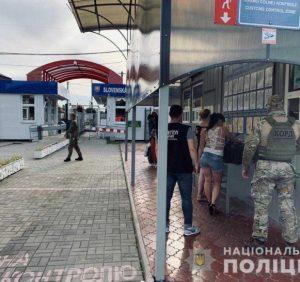 """Закарпатські поліцейські попередили спробу """"сексуальної"""" торгівлі людьми"""