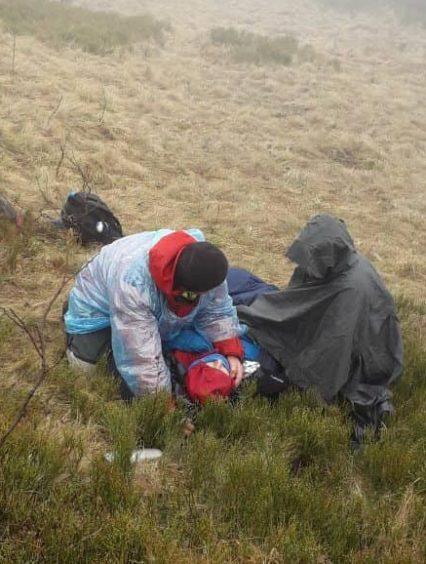 Закарпатські рятувальники надали допомогу чеській туристці, якій стало зле в Карпатах