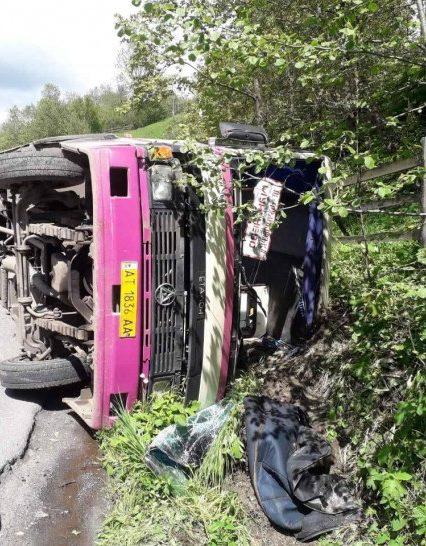Одна людина загинула та ще двоє опинилися на лікарняних ліжках в результаті ДТП рейсового автобуса (фото)
