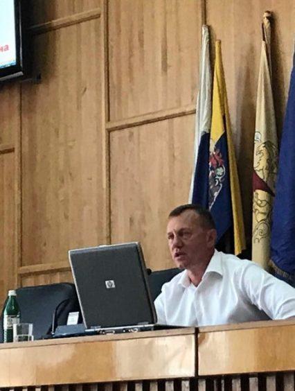 Мер Ужгорода збирається труїти комарів за допомогою авіації (відео)