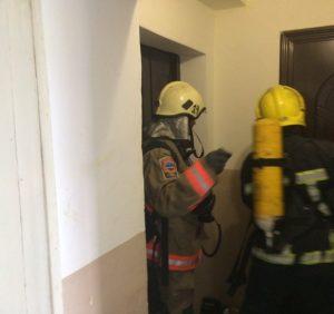 На пожежі в квартирі п'ятиповерхівки у Виноградові вогнеборці врятували чоловіка