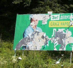 Проти партії «Слуга Народу» та її кандидата Михайла Лаби продовжується справжня війна (фото)