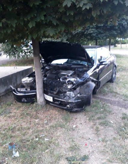 Тотальна ДТП в Ужгороді: розбились «Mercedes» та «Chevrolet Lacetti» (ФОТО, ВІДЕО)