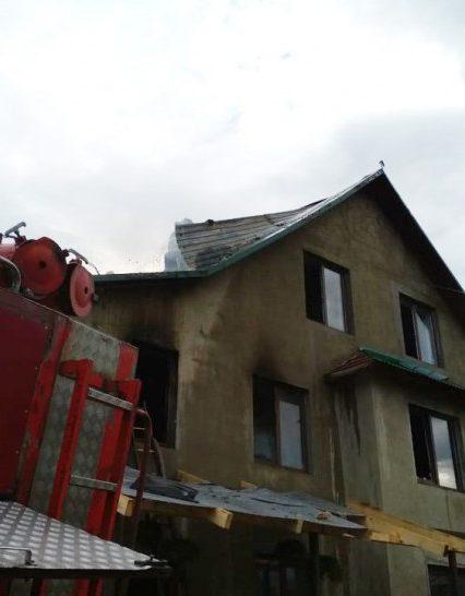Хустські рятувальники ліквідували пожежу в житловому будинку