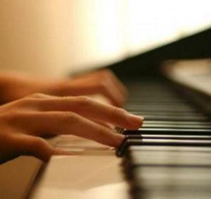 «Фестиваль вуличного фортепіано» відбувся в Ужгороді (відео)