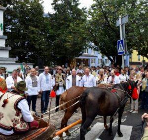 Співи, танці та частування – на Рахівщині пройшов ХІХ-й гастрономічний фестиваль-ярмарок, «Гуцульська бриндзя»