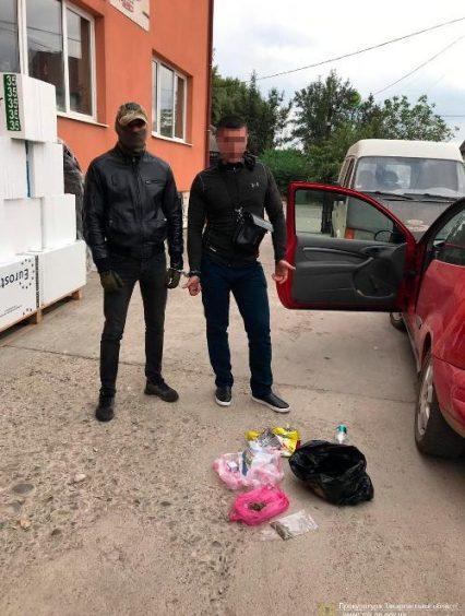 В Ужгороді суддя відпустив свого родича-наркоторговця зі спільниками під заставу (відео)