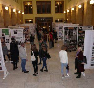 В атріумі будівлі ОДА відкрито виставку закарпатських і львівських дизайнерів