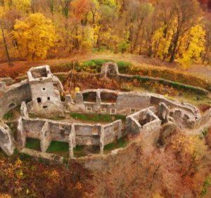 Осінній Невицький замок заворожує (відео)