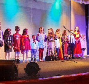 В Ужгороді дітям з багатодітних ромських сімей влаштували новорічно-різдвяне свято