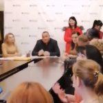 """Мукачівська влада показово """"стратила"""" неугодну директорку школи (відео)"""