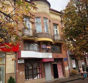 22-річний хлопець зі Сваляви скуповує нерухомість в центрі Мукачева