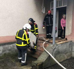 Закарпатські рятувальники ліквідували пожежі у двох будинках